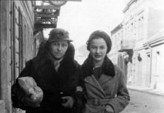 Na czas budowy domu zamieszkali w żydowskiej karczmie
