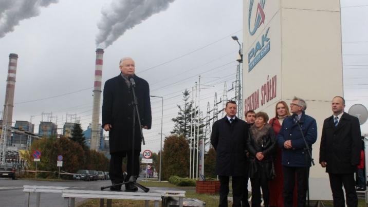 Jarosław Kaczyński zatrzymał się na chwilę przed elektrownią