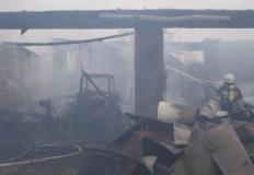 Podczas próby gaszenia pożaru, mężczyzna uległ poparzeniu