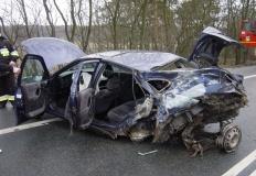 Groźny wypadek w Paprotni. Zderzyły się dwa samochody