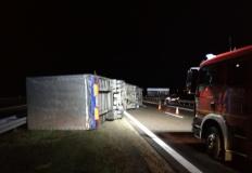Koło. Przewrócona ciężarówka blokowała ruch na autostradzie