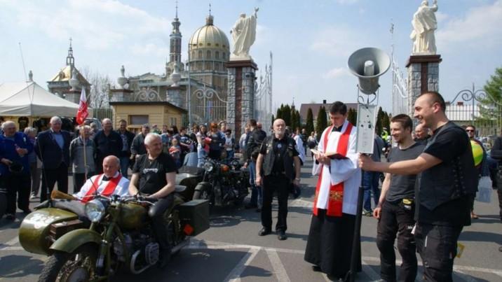 Motocykliści się modlili a księża święcili ich maszyny