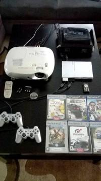PS2 + projektor Epson + 6 gier + inne.