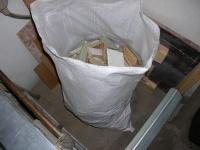 odpadowe ścinki na opał.