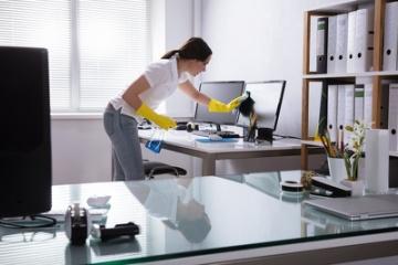 Firma Sprzątająca - Mycie okien/Pranie wykładzin i tapicerek