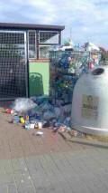Śmieci zapychają pojemniki
