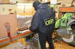 Dwie nielegalne fabryki papierosów zlikwidowali policjanci