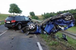 Czołowe zderzenie osobówek w Brdowie. Pięć osób nie żyje