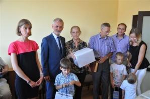 Rodzinę z Kazachstanu przyjęły gminy Kleczew i Kawęczyn
