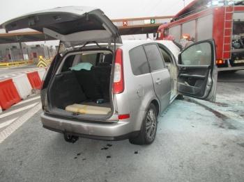 Przy punkcie poboru opłat na autostradzie palił się samochód