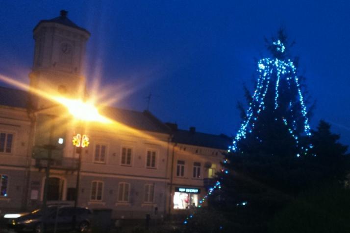 Święta tuż, tuż. Choinki ozdabiają centrum Turku i Koła
