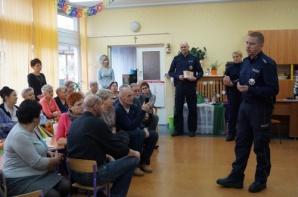 Policjanci ostrzegali seniorów podczas Dnia Babci i Dziadka