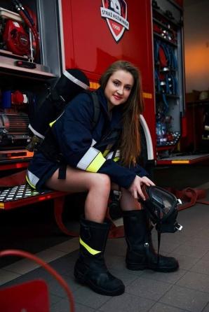 Kobiety w straży pożarnej. Zobaczcie je w niezwykłym kalendarzu!
