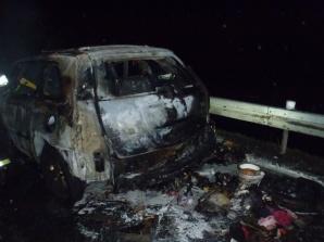 Akcja na autostradzie A2. Doszczętnie spłonął samochód
