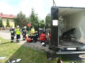 Mercedes zderzył się z mazdą. Poszkodowane zostały dwie osoby