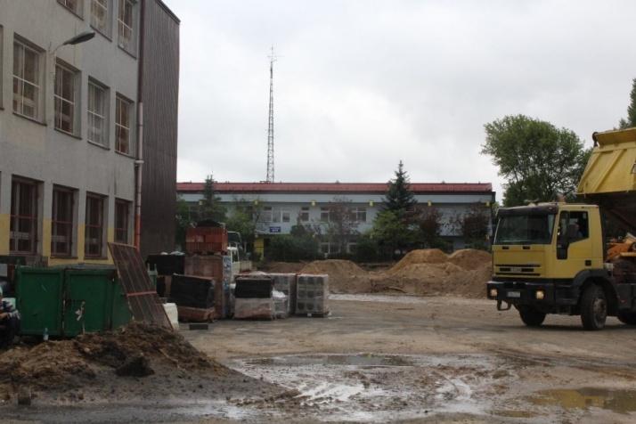 Przy SP nr 8 ruszyła budowa boiska wielofunkcyjnego. To KBO