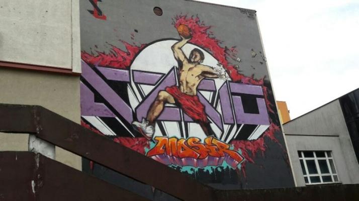 Mural na cianie hali sportowej przy ul dworcowej w koninie for Mural na tamie w solinie
