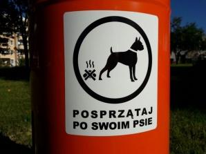 Konin. Nowe kosze na psie odchody stanęły na obrzeżach Zatorzu