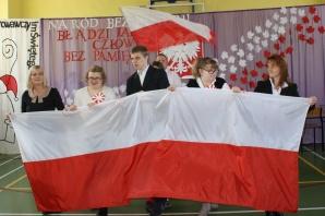 Koło. Patriotyczne widowisko uczniów oraz nauczycieli SOSW