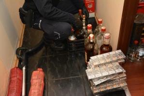 Wpadł z nielegalnymi papierosami i alkoholem wartymi 380 tys. zł