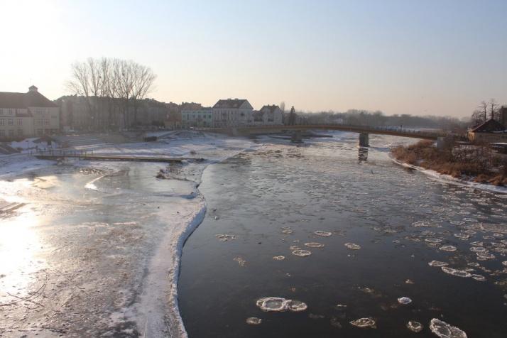Zobaczcie, jak zjawiskowo wygląda mroźny bulwar i rzeka Warta