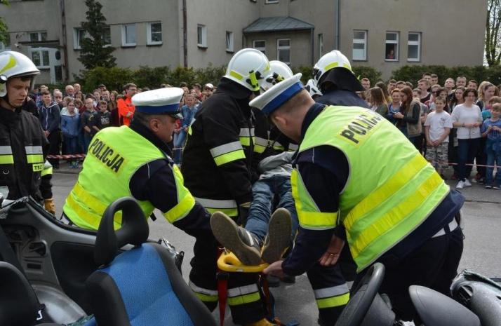 Rzgów. Wypadek przy szkole. Dziecko potrącone na pasach