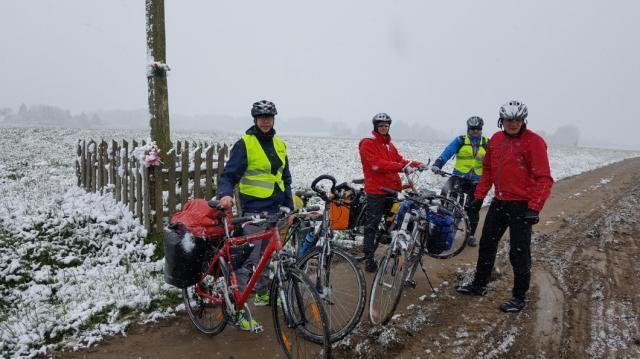 Pojechali dla Pawła. Policjanci na rowerach z pomocą koledze