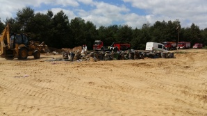Koniec akcji na żwirowisku w Depauli. Wydobyto ponad 400 beczek