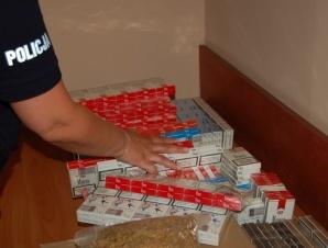 Chodów. Kilkaset paczek nielegalnych papierosów w piwnicy