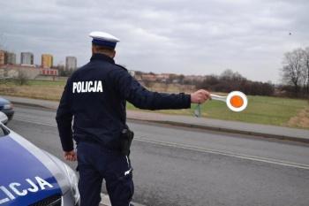 Lisice. Pijany nastolatek bez prawa jazdy uciekał przed policją