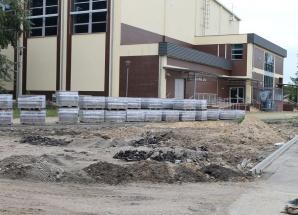 Turek. Dzięki dofinansowaniu przebudowują boisko przy szkole