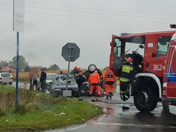 Wypadek w Ruminie. Zderzyły się cztery auta, jedno dachowało