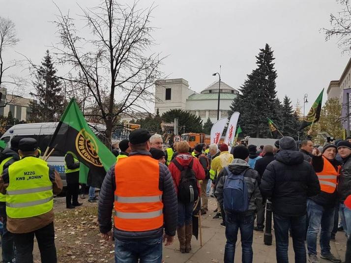 Z kopalni przed Sejm. Górnicy pikietowali w Warszawie