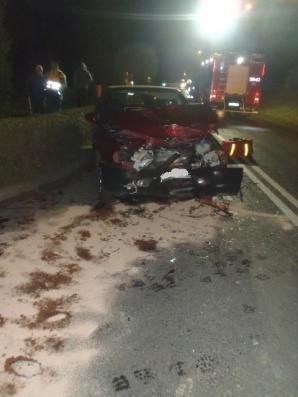 Wypadek w Powidzu. Samochód osobowy zderzył się z ciężarówką