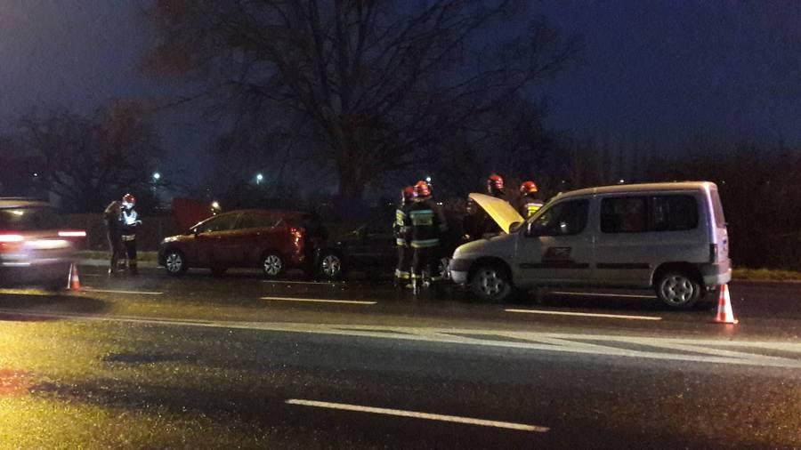 d05f5060e09b9d Konin. Wypadek na ul. Poznańskiej. Policjanci poszukują sprawcy