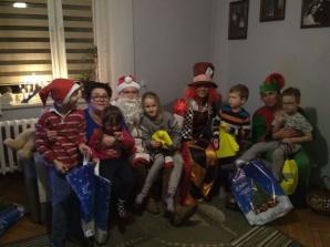 Konińscy policjanci z prezentami dla dzieci z rodzin zastępczych