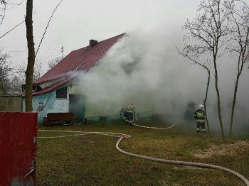 Podbór. Pożar budynku mieszkalnego. 29 strażaków w akcji gaśniczej