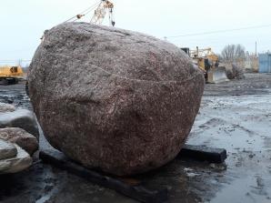 Ktoś chętny? 22-tonowy głaz trafi na licytację WOŚP w Koninie