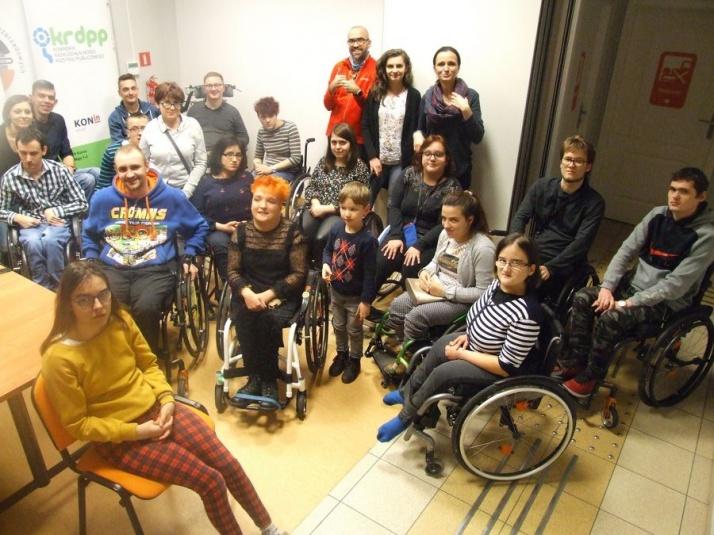 Absolwenci i uczestnicy Akademii Życia na zjeździe w Koninie