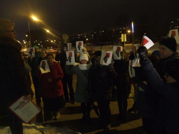 Pokazali czerwone kartki. Strajk Kobiet przed konińskim sądem