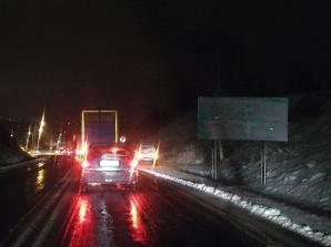 Orkan Fryderyka w Koninie. Powalone drzewa i samochody w rowach