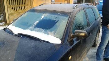Za ośnieżony i oszroniony samochód kierowcy grozi wysoki mandat