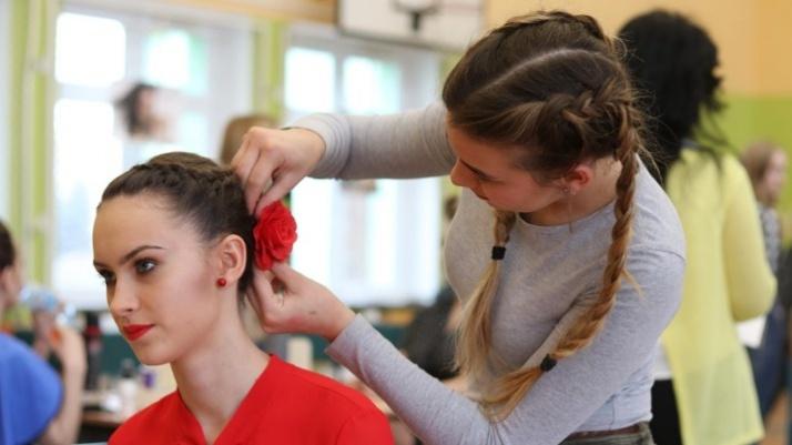 Konin. Złote Nożyczki - fryzjerzy konkurowali w Pin-Up Girl