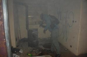 Konińscy policjanci sforsowali drzwi w sklepie z dopalaczami