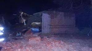 Nocna akcja ratownicza strażaków przy zawalającej się stodole