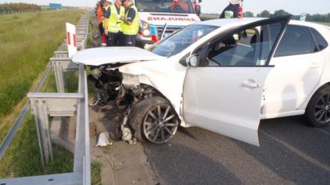 Wypadek na A2. Kierowca uderzył w barierki energochłonne