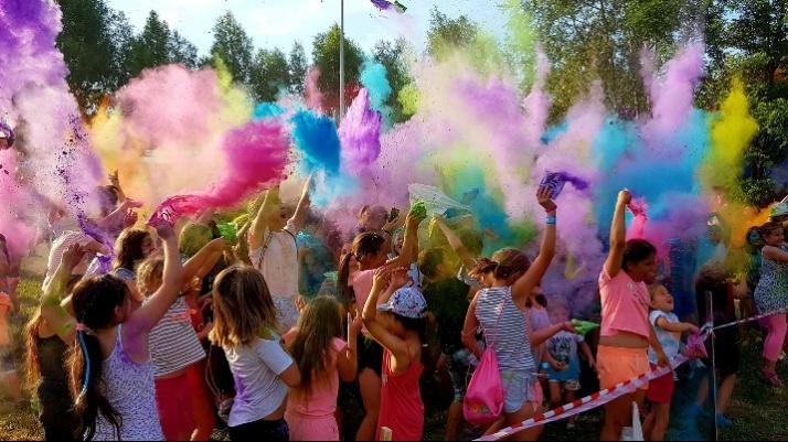 Konin. Festiwal kolorów podczas rodzinnego festynu na Zatorzu