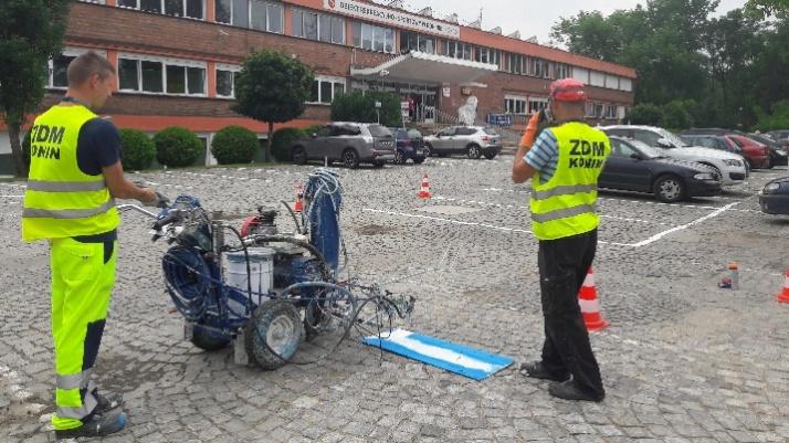 """Konin. Nowy parking i organizacja na placu przed halą """"Rondo"""""""