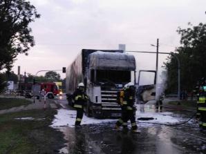 Kłodawa. Samochód ciężarowy zapalił się na skrzyżowaniu DK92