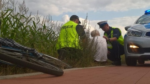 83-latek przewrócił się na rowerze. Nie miał siły wrócić do domu